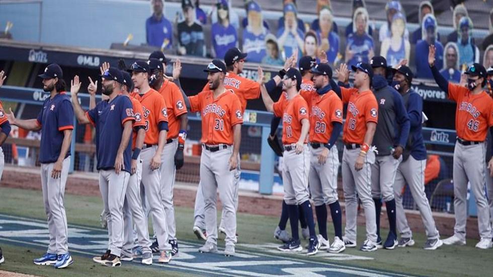 Astros de Houston ganan de nuevo por 5-2 a los Athletics de Oakland. En la serie, llevan ventaja de 2-0 - Los jugadores de los Houston Astros celebran después de derrotar a los Oakland As en su segundo juego de playoffs de la Serie Divisional de la Liga Nacional en el Dodger Stadium de Los Ángeles, California.