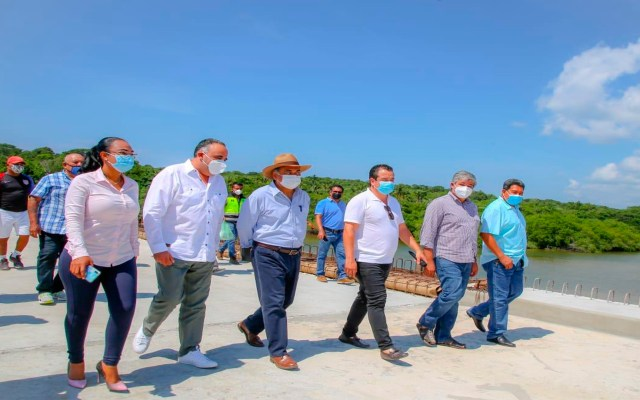 Supervisa Héctor Astudillo obras del puente que conecta a Playa Ventura con Playa Azul - Héctor Astudillo Flores, gobernador de Guerrero. Foto Twitter @HectorAstudillo