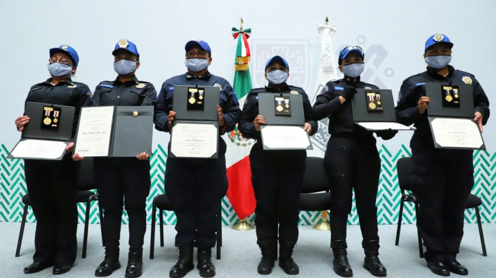 Ascenderán en CDMX a mujeres policía que participaron en contención de marchas feministas - 'Ateneas' de la SSC-CDMX condecoradas. Foto de @GobCDMX