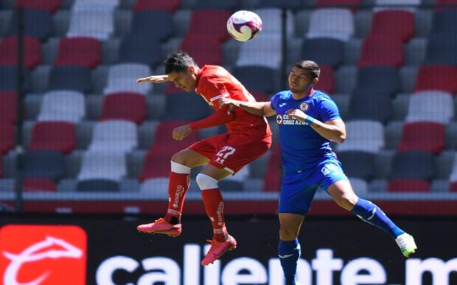 Pierde Cruz Azul ante Toluca y se queda en el segundo lugar de la tabla con 26 puntos - Cruz Azul cayó 2-0 ante Toluca. Foto Twitter @CruzAzulCD
