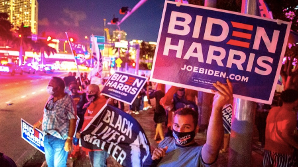 Encuesta de Pew da amplia ventaja a Biden sobre Trump entre votantes latinos - Foto de EFE