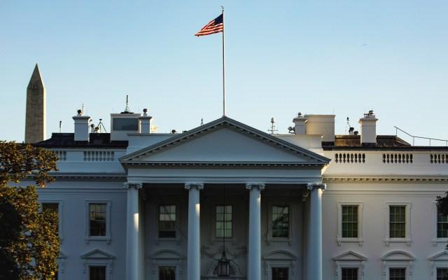 Confirman positivo por COVID-19 de Nick Luna, asistente personal de Trump - Casa Blanca de EE.UU. Foto de EFE