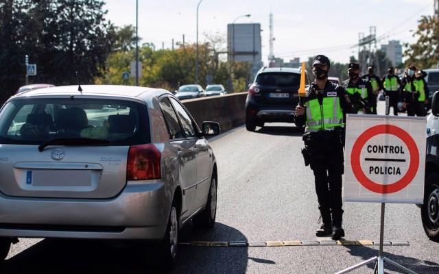 Activan controles policíacos en Madrid tras entrada en vigor de estado de alarma por pandemia de COVID-19 - Foto de EFE