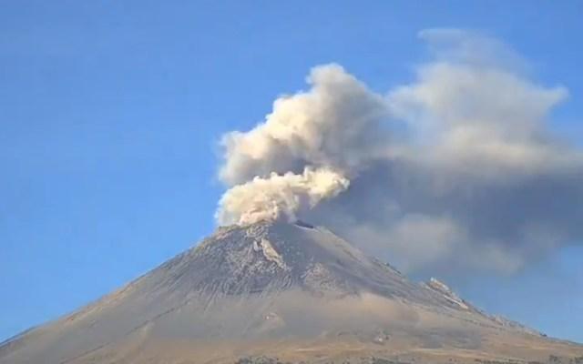 #Video Emisiones del Popocatépetl elevan columnas de hasta 700 m - Emisiones del volcán Popocatépetl. Captura de pantalla / @CNPC_MX