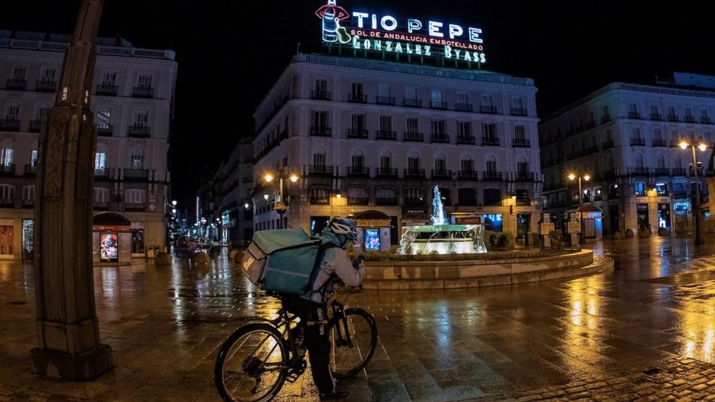 España endurece restricciones para evitar otro confinamiento ante segunda ola de COVID-19 - Foto de EFE