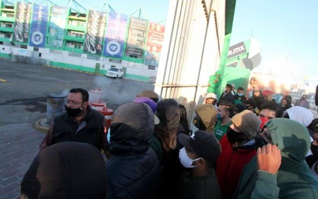 Aficionados del León entran al estadio y vandalizan oficinas - Foto de @estoenlinea