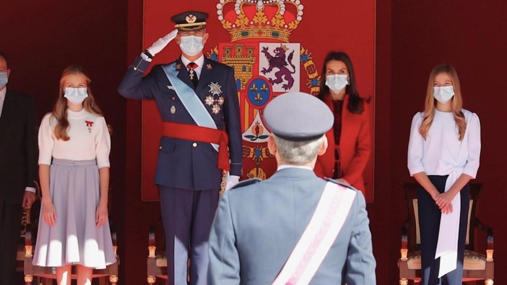 España homenajea a quienes luchan contra el COVID-19 durante celebración de fiesta nacional - Foto de Casa Real Española