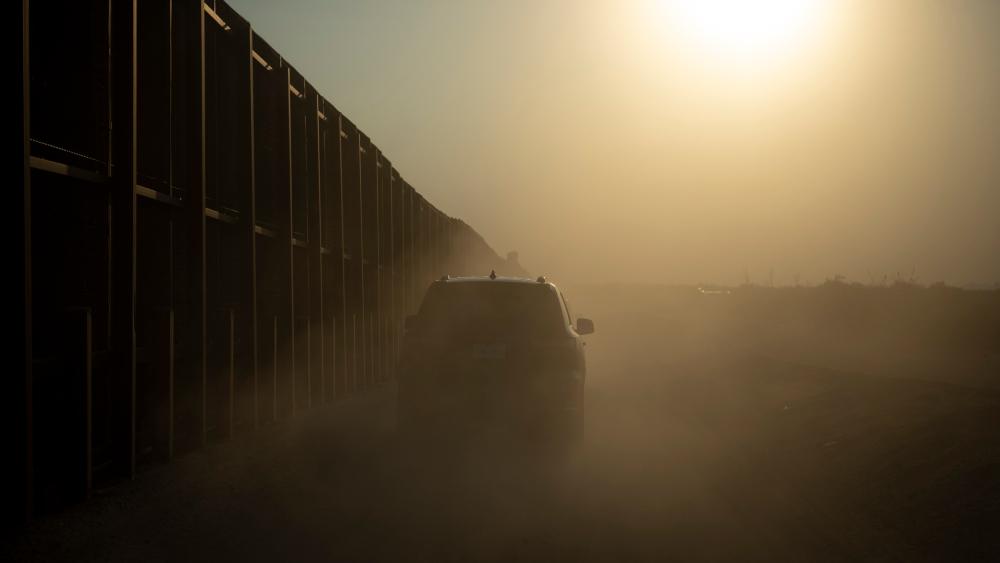 Corte Suprema de EE.UU. cancela audiencias sobre muro fronterizo y política de asilo tras anuncios de Biden - Muro fronterizo en El Paso, Texas. Foto de DHS