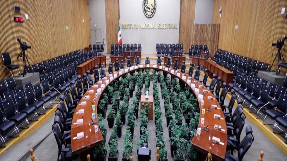 INE inicia encuesta abierta que definirá Presidencia y Secretaría General de Morena - Recinto del INE. Foto @lorenzocordovav