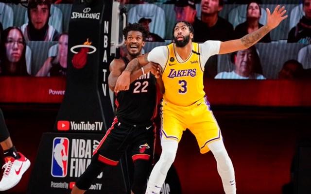 Lakers de Los Ángeles derrotan a Heat de Miami; están a un triunfo de levantar el trofeo Larry O'Brien - Los 'Lakers' ganan a Miami y están a un juego de ganar el 17° campeonato. Foto Twitter @NBALatam