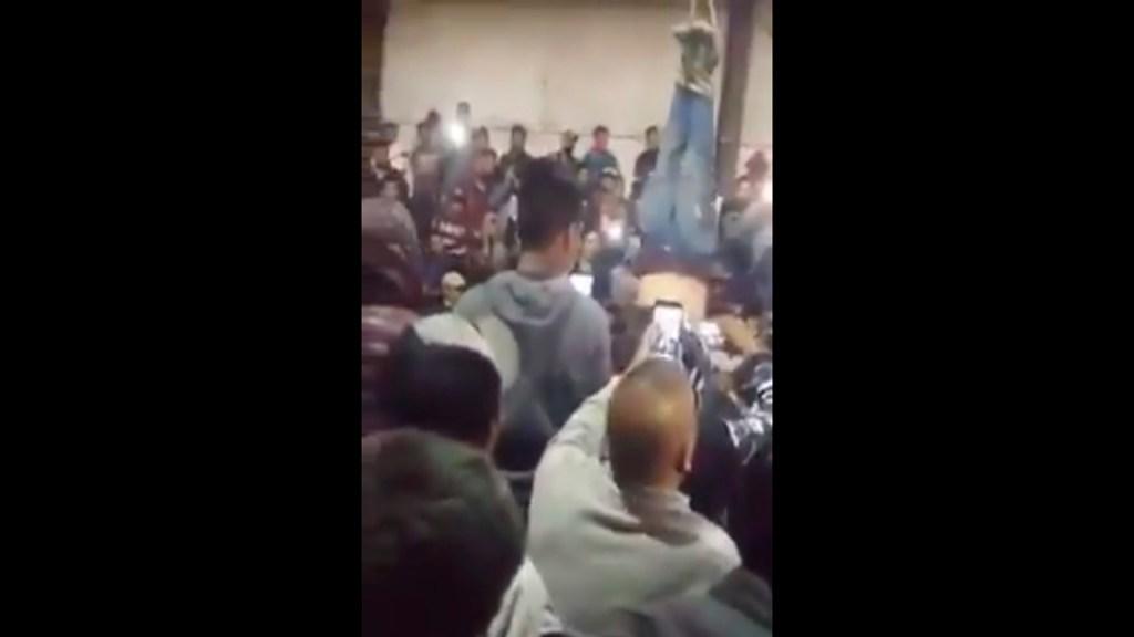 #Video Cuelgan en Uruapan a presunto asaltante para interrogarlo - Foto Captura de pantalla