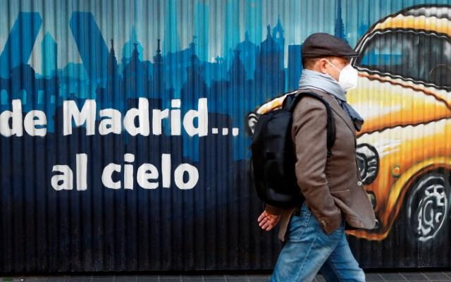 Contagios por COVID-19 en España superan los 900 mil casos; hay 100 mil positivos en últimos 10 días - Foto de EFE