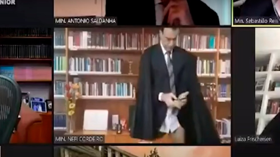 #Video Magistrado brasileño aparece sin pantalones en sesión virtual - Foto Captura de pantalla