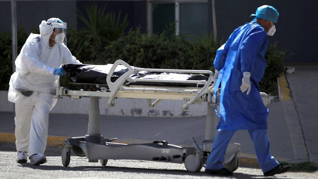 Falta de personal de Salud se convirtió en limitante para atender la pandemia, advierteLópez-Gatell - Foto de EFE/Luis Torres.