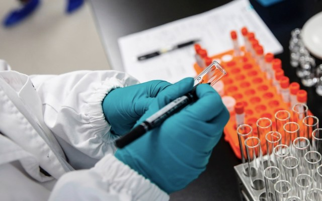 Moderna anuncia vacuna contra COVID-19 con casi 95 por ciento de efectividad - Foto de EFE
