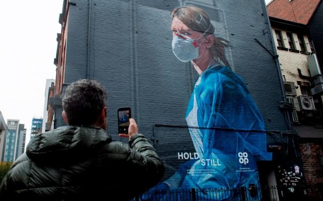 Más de mil hospitalizaciones diarias por COVID-19 en el Reino Unido - Foto de EFE