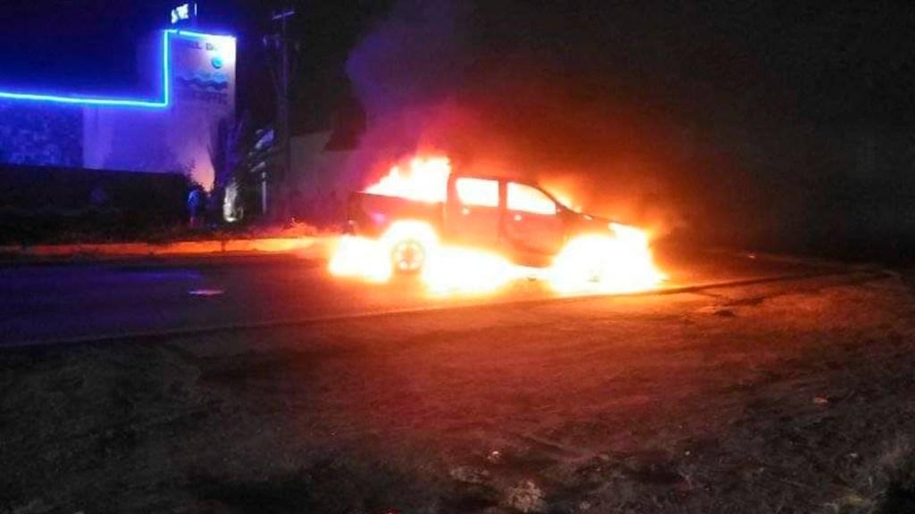 Presuntos criminales queman autos y bloquean caminos en el sur de Veracruz ante operativos estatales - Foto Iván Calderón/El Sur