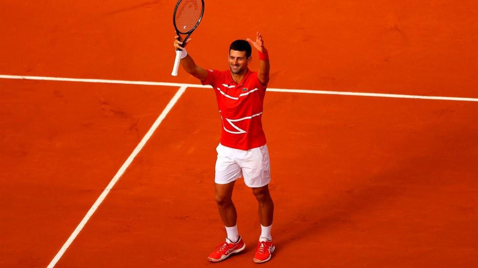 """#Video Novak Djokovic vuelve a dar """"pelotazo"""" a juez de línea, ahora en Roland Garros - Novak Djokovic pasa a cuartos de final en el Roland Garros. @DjokerNole"""