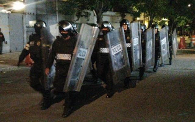 Aclara SSC que despliegue de policías fue a petición del Senado - Policías llegan al Senado de la República. Foto de @letroblesrosa