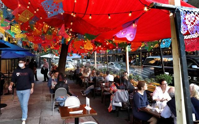Cerrará Nueva York negocios no esenciales en zonas con brotes de COVID-19 - Restaurante mexicano en Nueva York. Foto de EFE