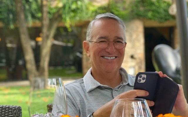 """""""En mi experiencia el COVID fue como una gripa"""", asegura Ricardo Salinas Pliego - Ricardo Salinas Pliego durante cuarentena por COVID-19. Foto de @RicardoBSalinas"""