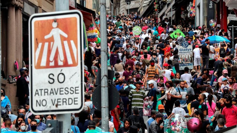 Brasil supera las 150 mil muertes por COVID-19 en medio de la indiferencia oficial y social - Foto de EFE