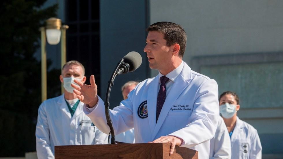 """Médico de Trump utilizó incorrectamente términos """"72 y 48 horas"""" al dar parte de salud del mandatario - Foto de EFE"""