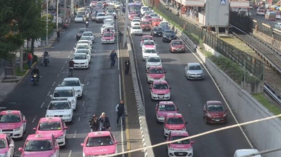 Taxistas protestan en la Ciudad de México; caravanas arriban a inmediaciones del Ángel de la Independencia - Foto de @vialhermes