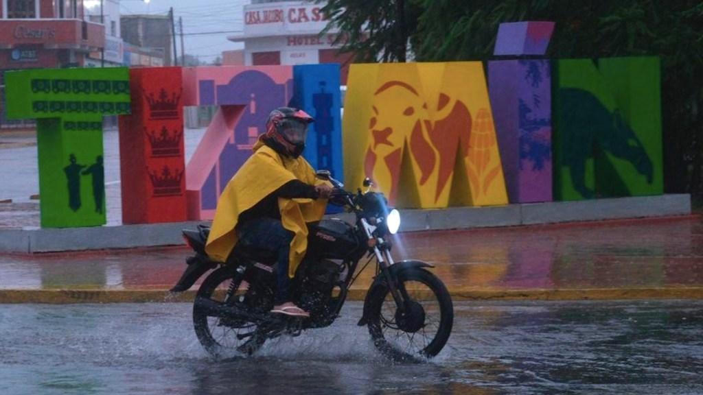Delta provocó el desalojo de más de 39 mil personas en la Península de Yucatán; aplican Plan DN-III-E - Foto de EFE