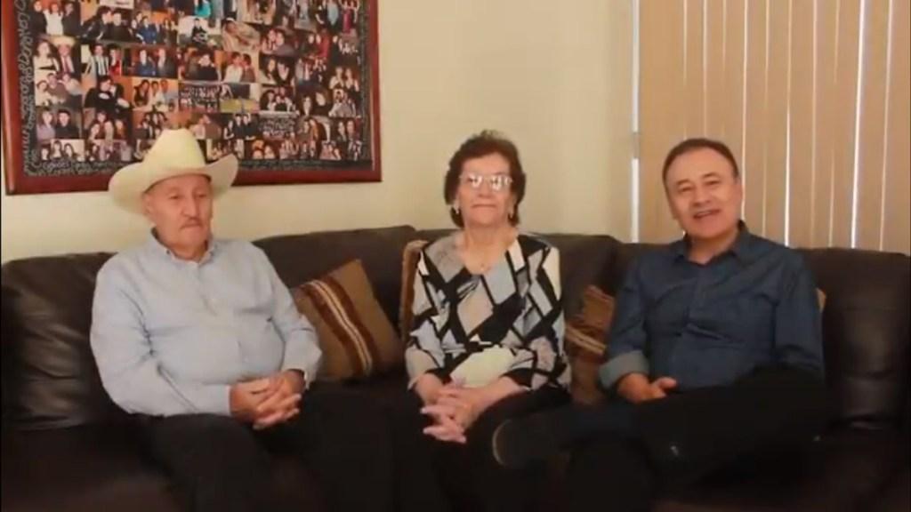Murió Conrado Durazo, padre del exsecretario Alfonso Durazo - Alfonso Durazo con sus padres, la señora María Luisa Montaño y Conrado Durazo. Captura de pantalla