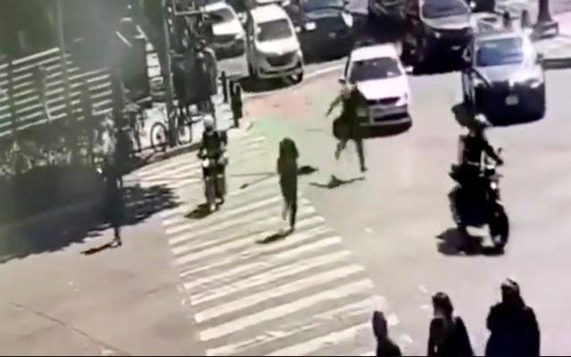 #Video Así fue la agresión a tiros afuera de juzgados en avenida Patriotismo - Captura de Pantalla.