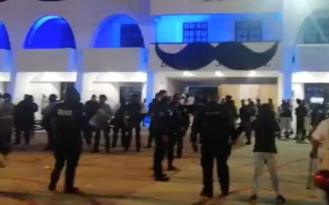 Celebra AMLO separación de cargos de mandos policiacos en Quintana Roo tras agresiones a manifestantes - Foto de Paola Chiomante / @novedadesqroo
