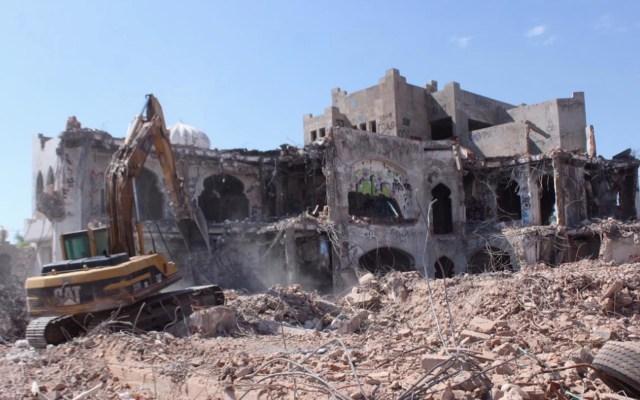 Continúa demolición de mansión de 'El Señor de los Cielos' en Hermosillo - Foto de Expreso Sonora