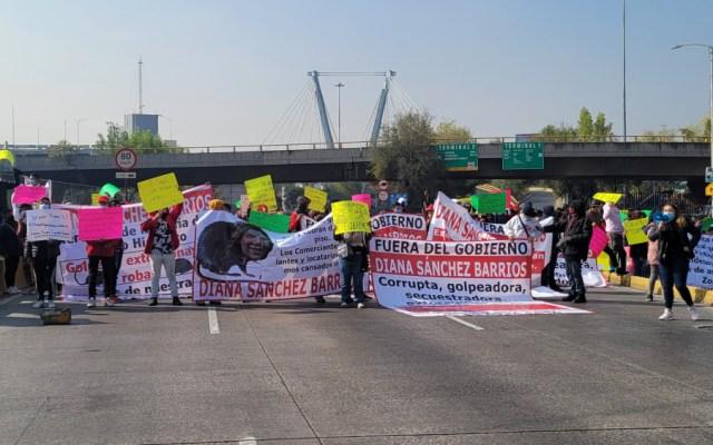 Bloquean comerciantes Circuito Interior de la CDMX - Foto de @ramonramirezpe