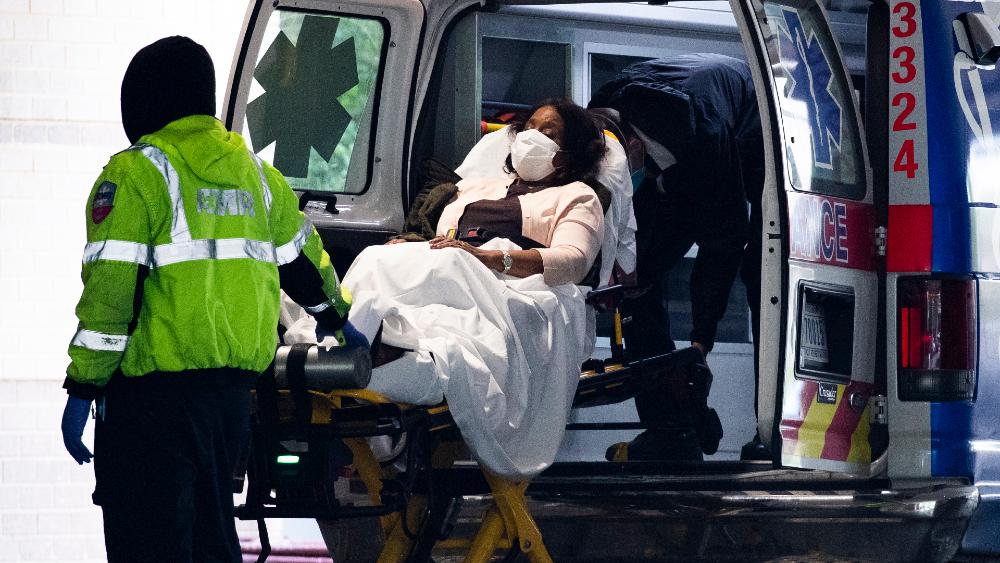 Estados Unidos cierra 2020 con un récord de hospitalizaciones y un pronóstico sombrío - Foto de EFE