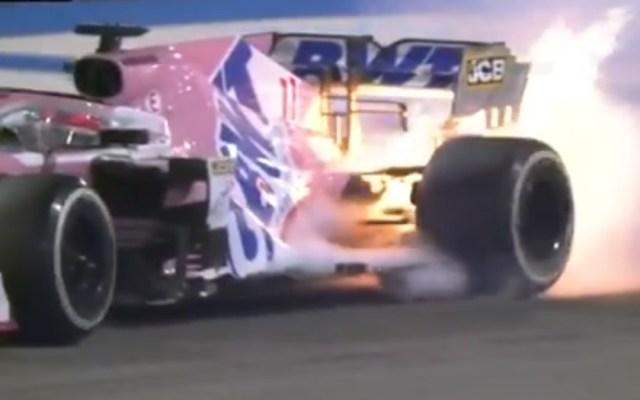 #Video 'Checo' Pérez abandona GP de Baréin por falla de su auto - Incendio de monoplaza de Checo Pérez. Captura de pantalla / Fox Sports