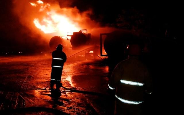 #Video Tabasco explosión sobre carretera Villahermosa-Cárdenas; desalojan a habitantes de la zona - Foto Twitter @ProteccionCiviltabasco