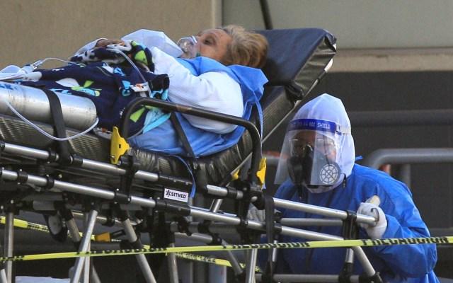 COVID-19 mata a una persona cada 90 segundos en México - Ingreso de paciente de COVID-19 al Hospital General de Ciudad Juárez, Chihuahua. Foto de EFE