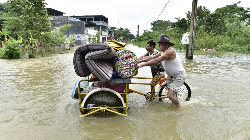 Detienen a 12 personas en Tabasco por robo a comercios durante inundaciones - Inundaciones en Tabasco. Foto de EFE