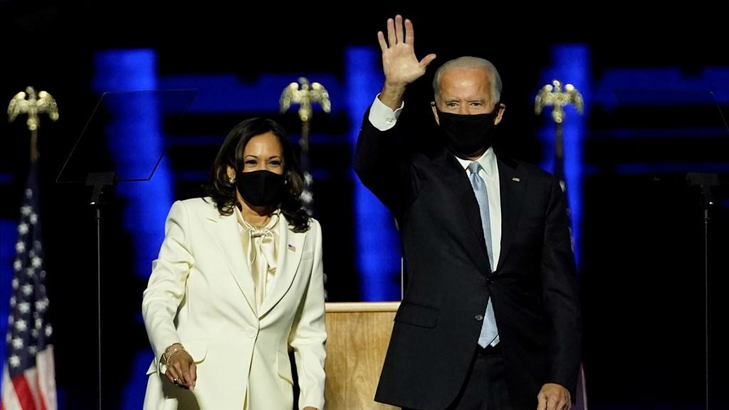 """Felicita George W. Bush a Biden y le promete """"ayudar en todo lo que pueda"""" - Joe Biden y Kamala Harris durante evento tras resultar presidente y vicepresidenta electos. Foto de EFE"""