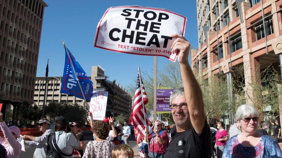Trabajan simpatizantes de Trump en probar 'fraude' en conteo de votos - Manifestación en Phoenix, Arizona, contra presunto fraude en elecciones de EE.UU. Foto de EFE