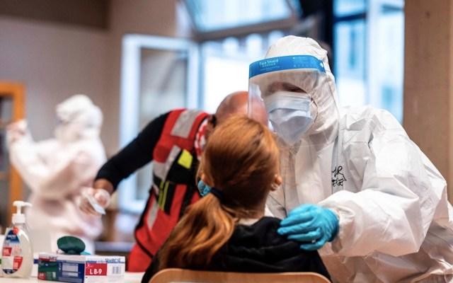 """""""No es momento para la complacencia"""", advierte OMS ante avances de vacunas contra COVID-19 - Foto de EFE"""