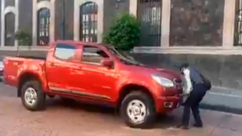 #Video Conductor agrede a mujer policía en Toluca; ciudadanos la defienden - Foto Captura de pantalla
