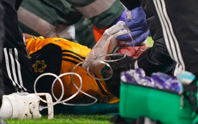 Raúl Jiménez, operado con éxito de una fractura de cráneo - Foto de EFE