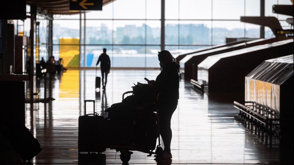 Viajeros europeos que lleguen a Francia deberán aislarse durante siete días - Foto de EFE