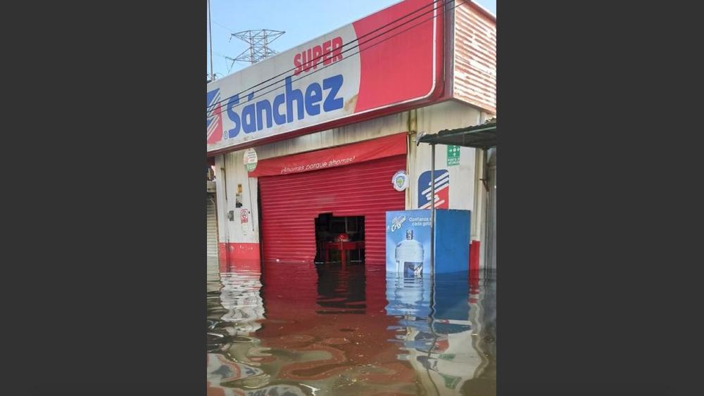 Saquean tiendas y supermercados en Villahermosa, Tabasco, tras inundaciones - Fotto de @puntocuatrotv