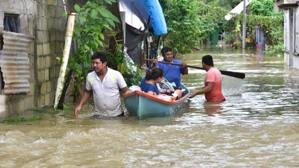AMLO promete a tabasqueños que no volverán a ocurrir inundaciones; no planea visitar zonas afectadas - Foto de EFE