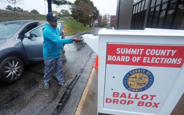 Rechaza jueza invalidar votos emitidos en Texas desde automóviles - Votación anticipada en drive-thru. Foto de EFE
