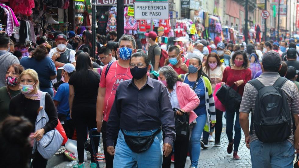 Suspenden actividades no esenciales en el Valle de México del 19 de diciembre al 10 de enero - Aglomeración de gente en Ciudad de México durante pandemia de COVID-19. Foto de EFE