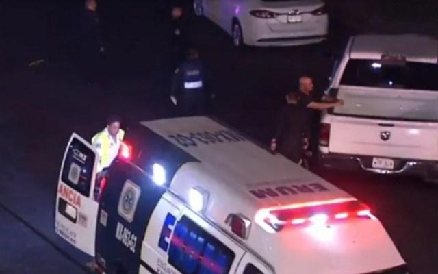 Choque de auto por exceso de velocidad en Periférico Sur deja cinco heridos - Ambulancia del ERUM en sitio de choque vehicular. Foto de Noticieros Televisa